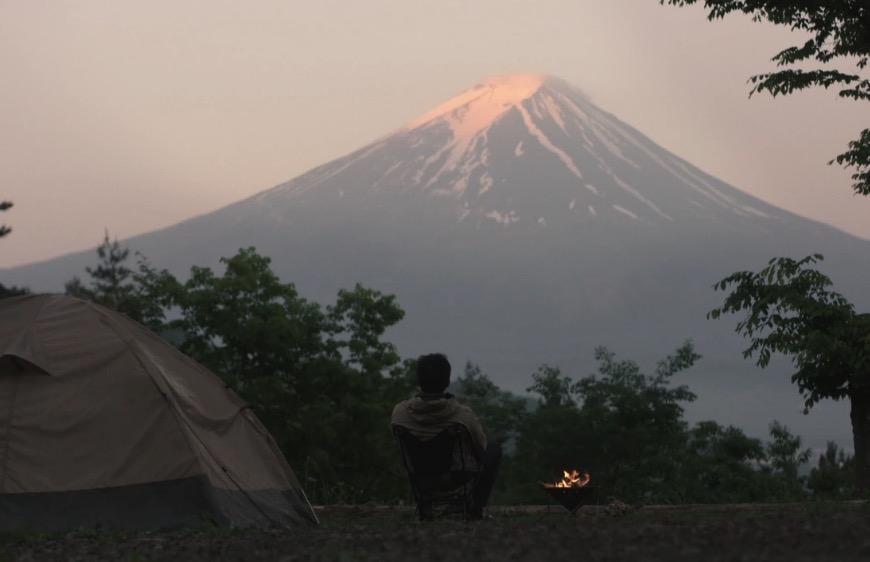 て 寝る テント で キャンプ 食っ ひとり