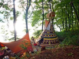 木崎湖POW WOW キャンプ場のティピーテント泊グランピングでワカサギ釣り|料金プランや口コミ